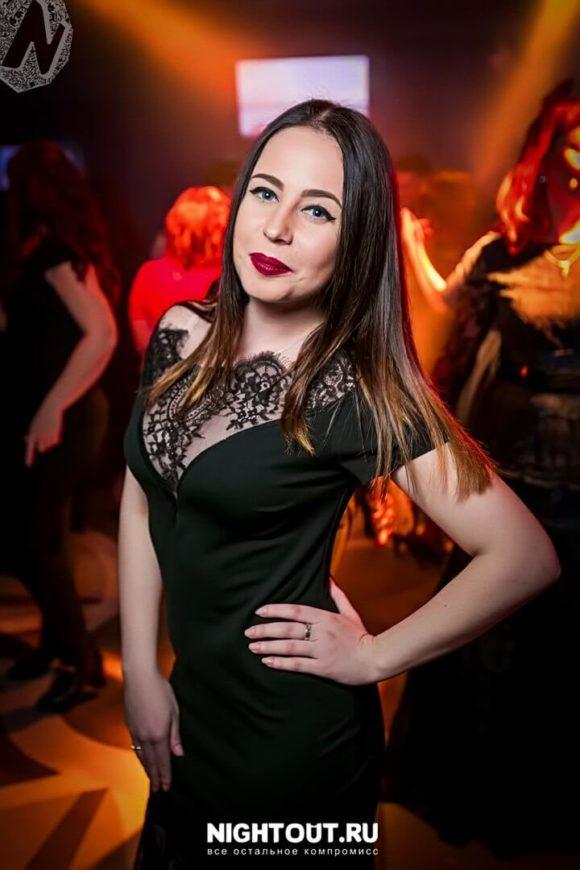 Ангелина Харитонова, вокалист.